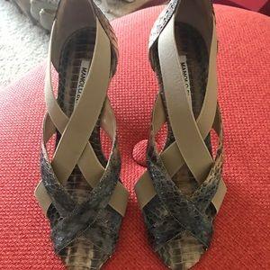 Manolo blahnik heels size 36 or 6. Brand new!